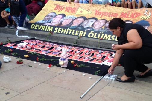 Les Kurdes de Bordeaux défilent pour les victimes de Suruç