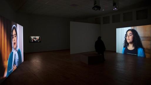 """""""Esas lágrimas son pocas"""", vue de l'installation-vidéo au centre d'art image/imatge à Orthez (2015)."""