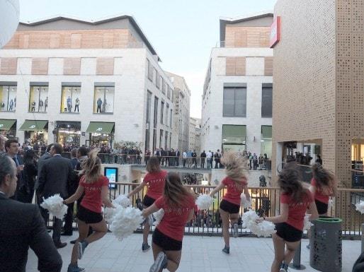 Pom-pom girls lors de l'inauguration de la promenade Sainte-Catherine (SB/Rue89 Bordeaux)