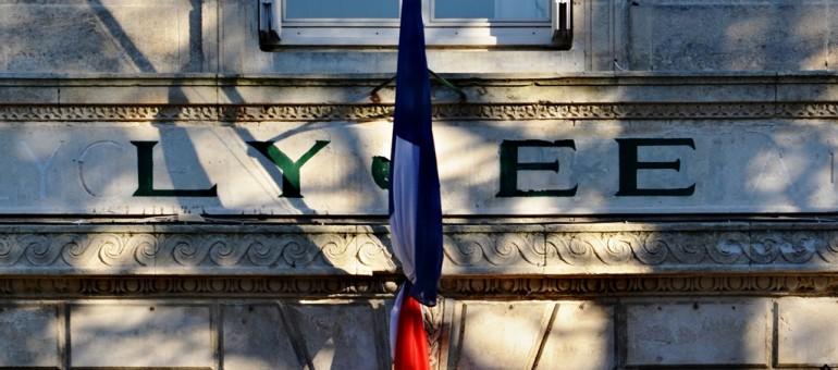 Une minute de silence pour les victimes des attentats à Paris