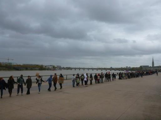La chaîne humaine sur les quais de la Garonne (Delphine Jamet/DR)