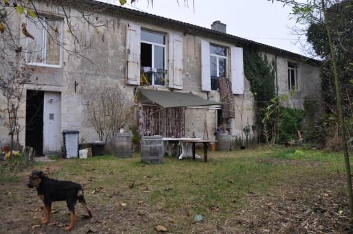 Le collectif Sherby s'est installé sur un terrain de 4 ha, une maison de 800 m². (XR/Rue89Bordeaux)