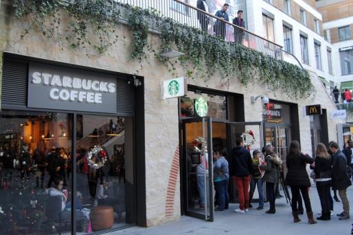Starbucks et MacDonald, deux voisins de la promenade Sainte-Catherine (WS/Rue89 Bordeaux)