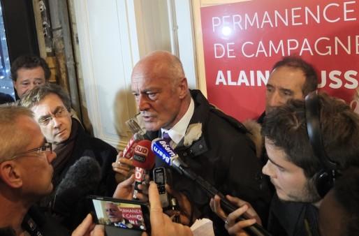 Alain Rousset à sa permanence de campagne, dimanche 6 décembre (SB/Rue89 Bordeaux)