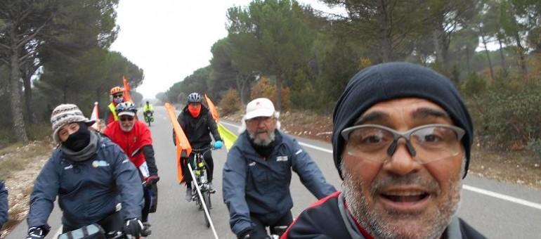 En selle pour la COP21, 40 cyclistes espagnols font une halte à Bègles