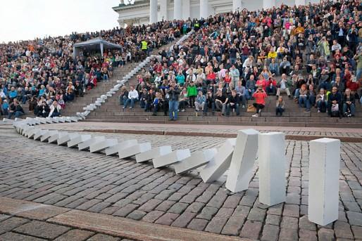Performance Dominoes / Station House Opera (photo Simo Karisalo)