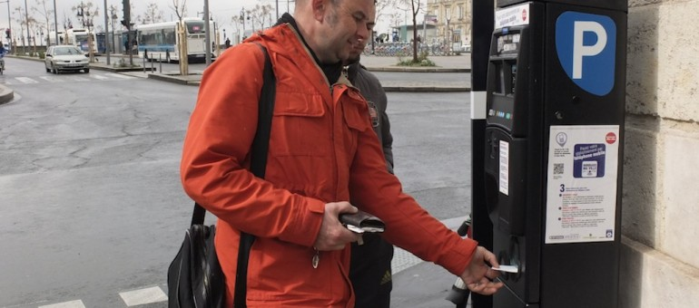 Stationnement : Bordeaux relâche la bride aux automobilistes