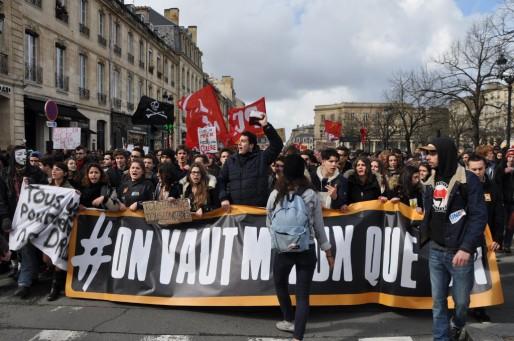 La jeunesse derrière la banderole de tête (XR/Rue89 Bordeaux)