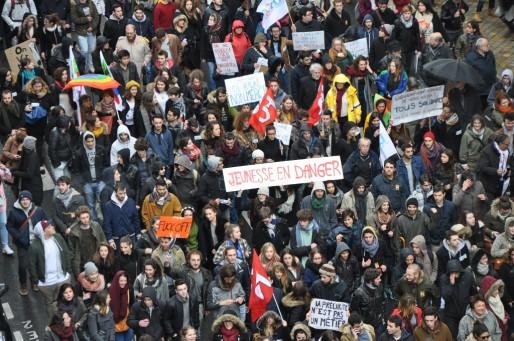 Entre 9000 et 15000 personnes ont défilé à Bordeaux contre la loi Travail. (XR/Rue89 Bordeaux)