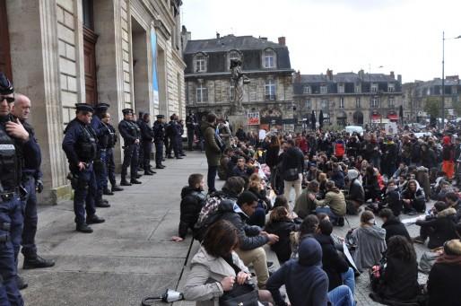 Bloqués par la police, les manifestants n'ont pu faire leur AG à Bordeaux-Segalen (XR/Rue89 Bordeaux)