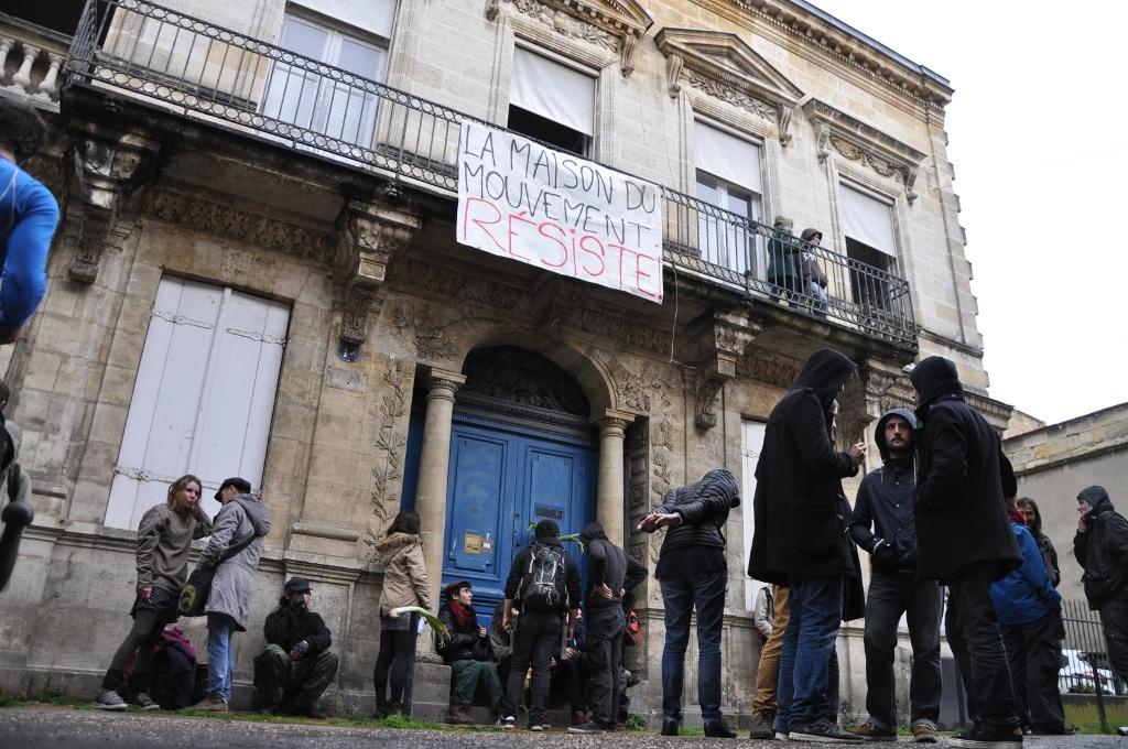 En marge de nuit debout la maison du mouvement ouverte for Porte 15 bordeaux