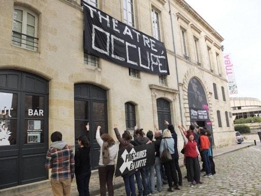 Les militants de la CIP devant le TnBA (SB/Rue89 Bordeaux)