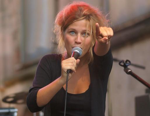 L'auteur-compositrice-interprète belge Selah Sue (OSI/Wikipedia)