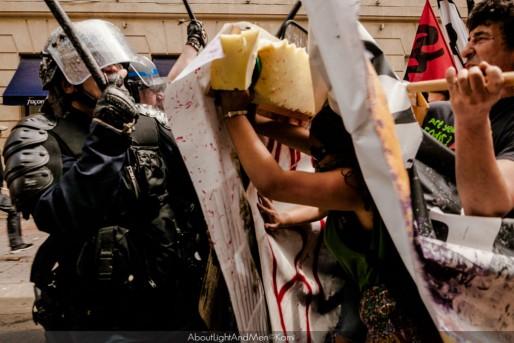 Des heurts entre les manifestants et les CRS après interpellation d'un lycéen (AboutLightAndMen/©Kami)