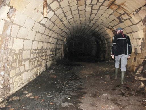 Dans la cave d'un particulier, un égout datant du XIXe siècle (MD/Rue89 Bordeaux)