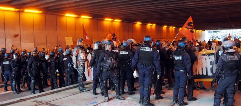 La police bloque «la partie jeune» à la manif contre la loi Travail