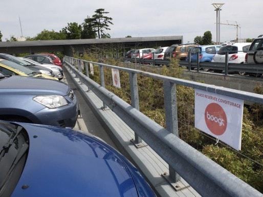 Au parking-relais de la Buttinière, 10 places sont réservés aux abonnés à Boogi (SB/Rue89 Bordeaux)