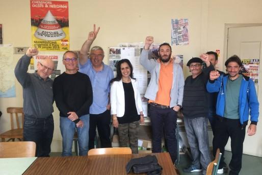 Rajae Gueffar (au centre) au local de la CGT-Cheminots 47 (DR)
