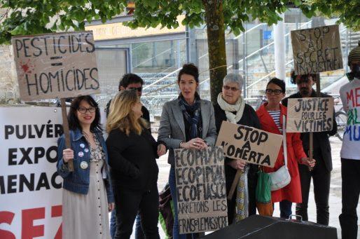 Un comité de soutien est venu aux côtés de Monique et Valérie Murat. (Xavier Ridon/Rue89 Bordeaux)