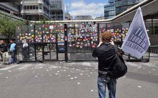 Le mut anti-émeute aux couleurs des manifestants (Xavier Ridon/Rue89 Bordeaux)