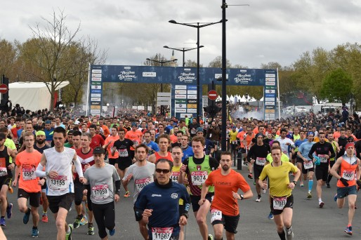 Le Marathon de Bordeaux, premier marathon nocturne de France, se déroule en avril (© Bordeaux Métropole)