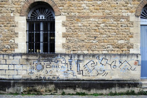 Les restes de l'intervention des Inflamables sur le mur du Capc (WS/Rue89 Bordeaux)