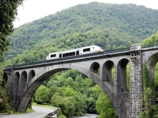 Le TER dans la vallée d'Aspe (Photo Créloc)