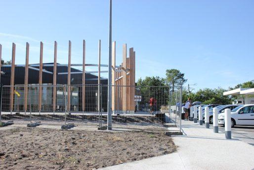 Côté direction Paris, un nouveau magasin de station-service pousse au milieu du chantier. (MD/Rue89 Bordeaux)