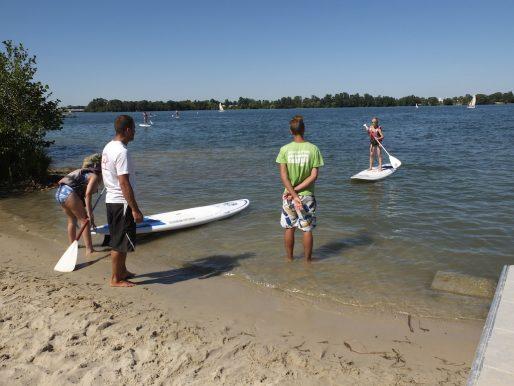 Activité stand-up paddle sur le lac (SB/Rue89 Bordeaux)