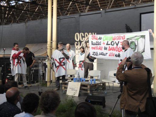 Intervention des militants anti-LGV vendredi à l'Ocean Climax (SB/Rue89 Bordeaux)
