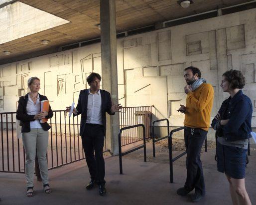 Jérôme Siri, maire adjoint de la Bastide, en pleine conversation avec deux membres de l'association Bast-ID (SB/Rue89 Bordeaux)