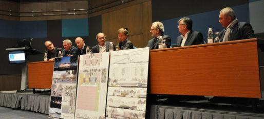 Tribune masculine entre élus et architectes pour présenter la nouveau hall 2 (XR/Rue89 Bordeaux)