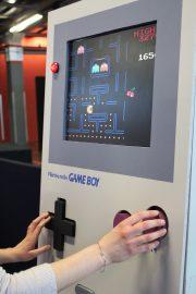 Les séniors pourront se tester sur la plus grande Game Boy du monde, console née en 1989 et à laquelle leurs enfants ont pu jouer.