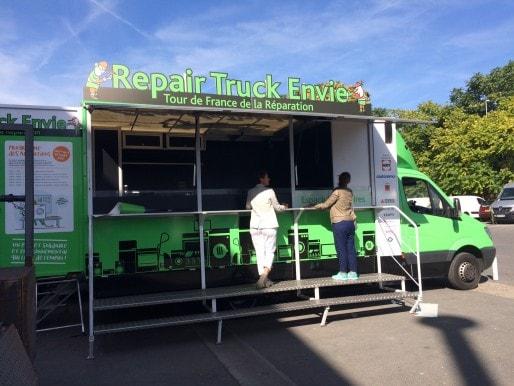 """Le """"Repair Truck"""" Envie stationnera Quai Richelieu à Bordeaux ce mardi 4 octobre pour initier le grand public à la réparation et l'entretien des appareils électroménagers."""