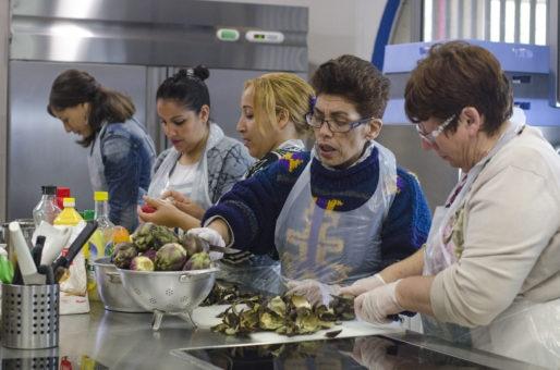 Atelier cuisine lors d'une journée test à la future épicerie du grand parc, à Bordeaux (photo DR))