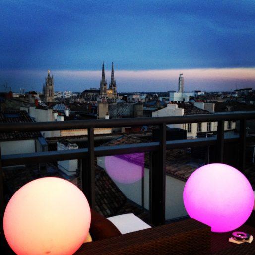 Le rooftop du Grand Hôtel entre ombres et lumières