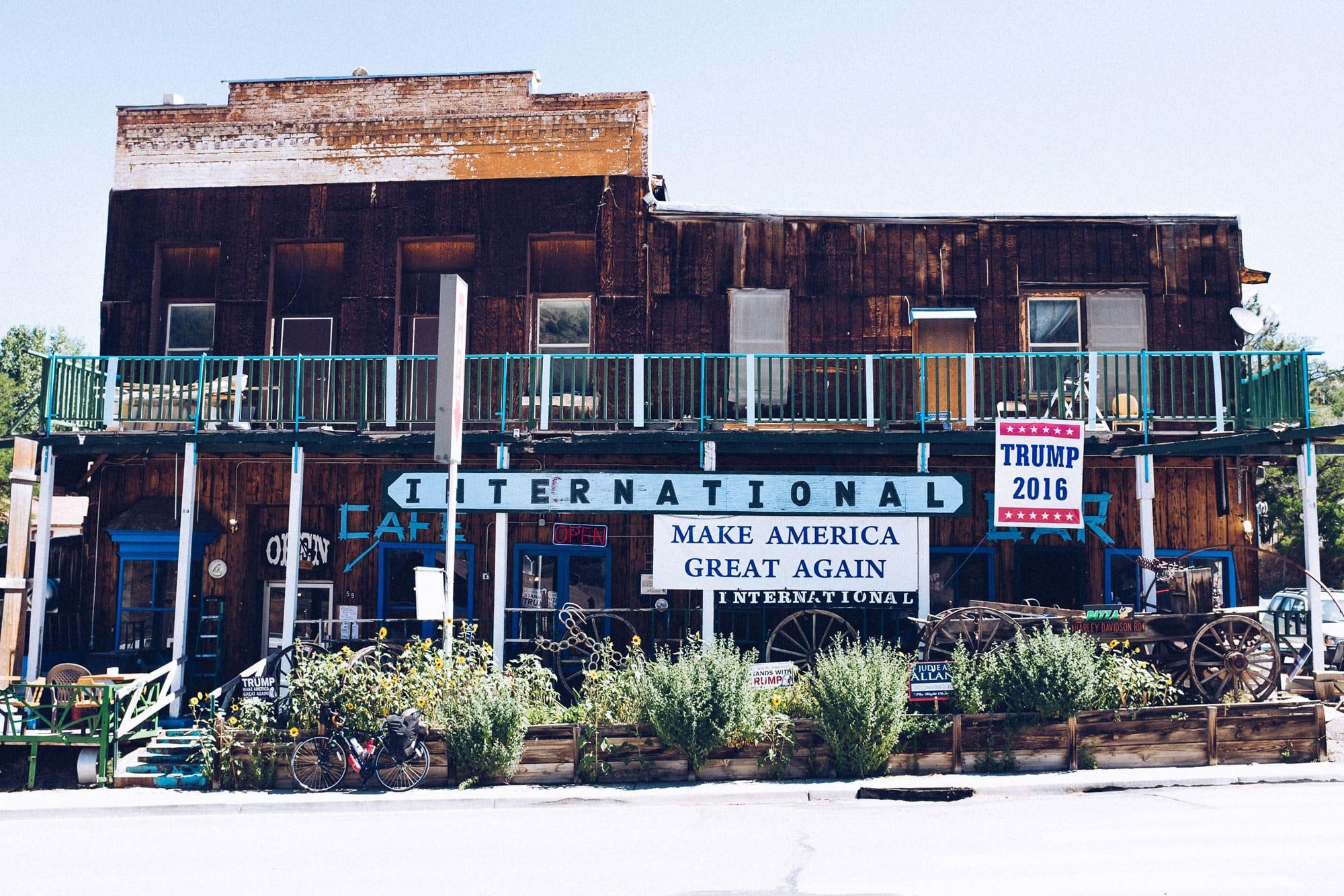 Restaurant décoré à la gloire de Donald Trump (© Manuel Caballero)