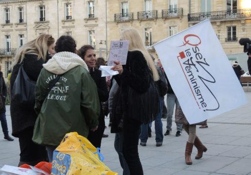 Naïma Charaï, de face, et Claire Chartier-Grimaud, à droite (WS/Rue89 Bordeaux)
