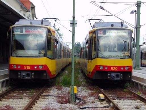 Le tram-train de Karlsruhe en Allemagne (wikipedia)