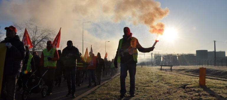 Ford : usine morte à Blanquefort, ses ouvriers toujours debout