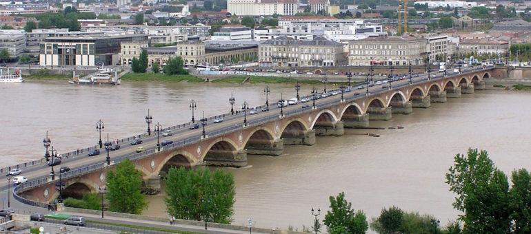 La fermeture du pont de pierre aux voitures ne devrait pas bloquer Bordeaux
