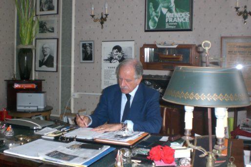 A son bureau à la mairie (SB/Rue89 Bordeaux)