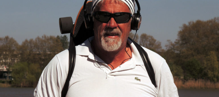 Maurice, skateur depuis 2 jours, de gauche depuis 63 ans