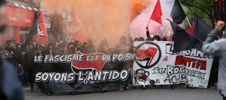Un millier de Bordelais ont marché contre Marine Le Pen