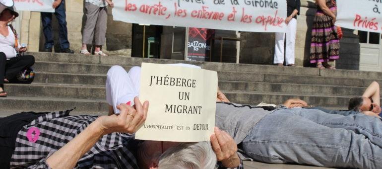 Die-in à Bordeaux contre l'expulsion des demandeurs d'asile vers l'Italie