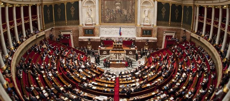 Une députée de Gironde emploie son mari comme assistant bénévole