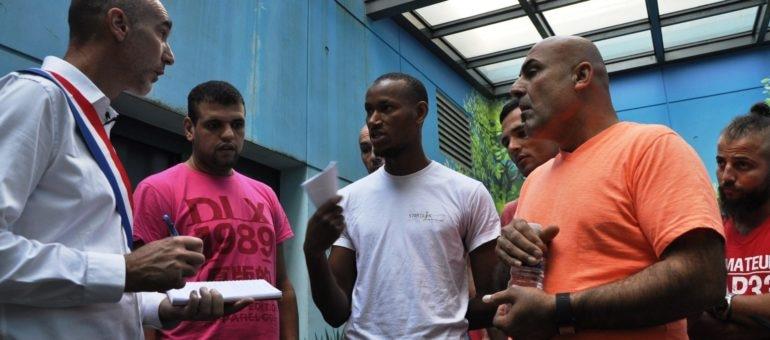Le député Prud'homme rencontre les migrants «enfermés» à Bordeaux