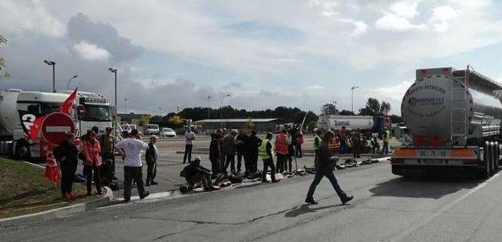 Les anti Loi Travail lèvent le blocage du dépôt pétrolier près de Bordeaux