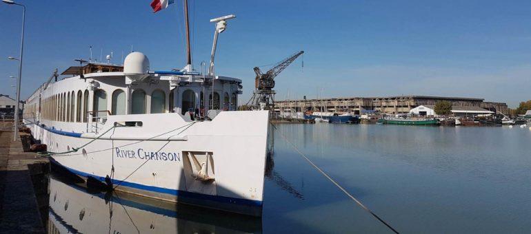 Aux Bassins à flot, un bateau pour héberger (provisoirement) des étudiants ?