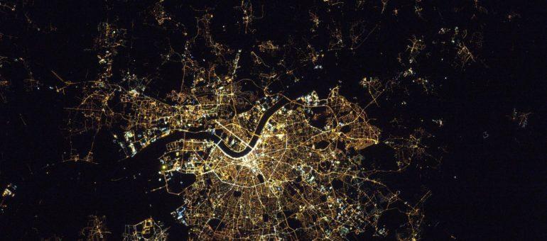 La nuit, la métropole bordelaise s'éteint peu à peu
